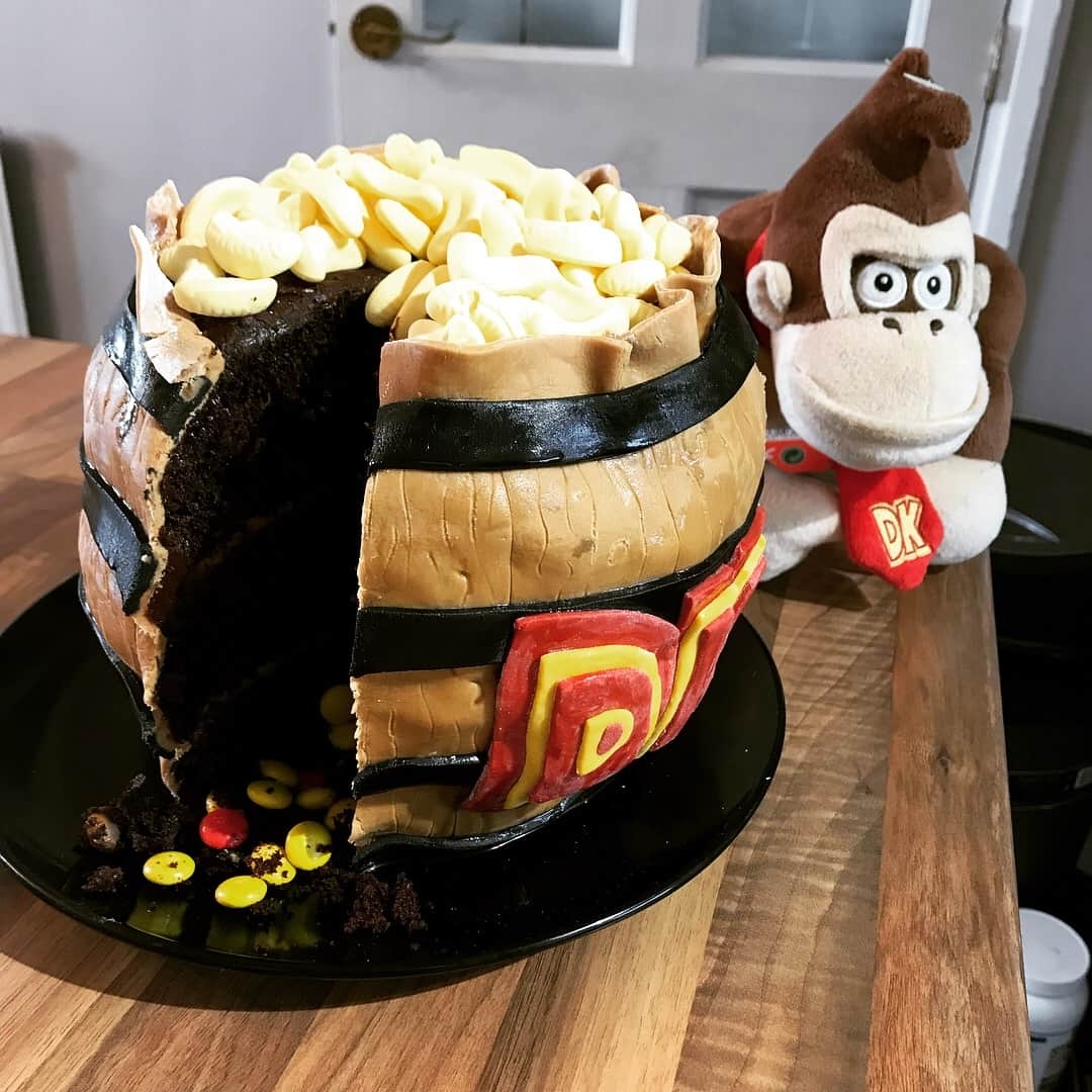 This Donkey Kong Cake Is An Absolute Barrel Blast Nintendo Insider